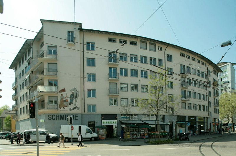 """Sanierung/DG-Ausbau Wohn-/Geschäftshaus """"Schmiede Wiedikon"""", Zürich (20.Jh.); 1995"""